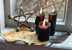 United States: Neopagans casting spells for and against Trump